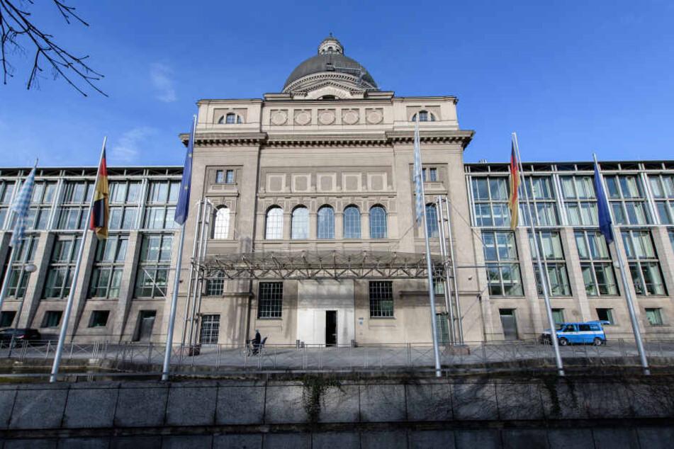 In der bayerischen Staatskanzlei wird unter anderm über kostenlose Kinderbetreuung diskutiert.