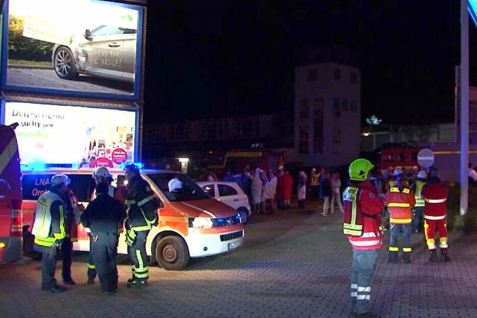 Die Feuerwehr beim Großeinsatz in einem Swingerclub.