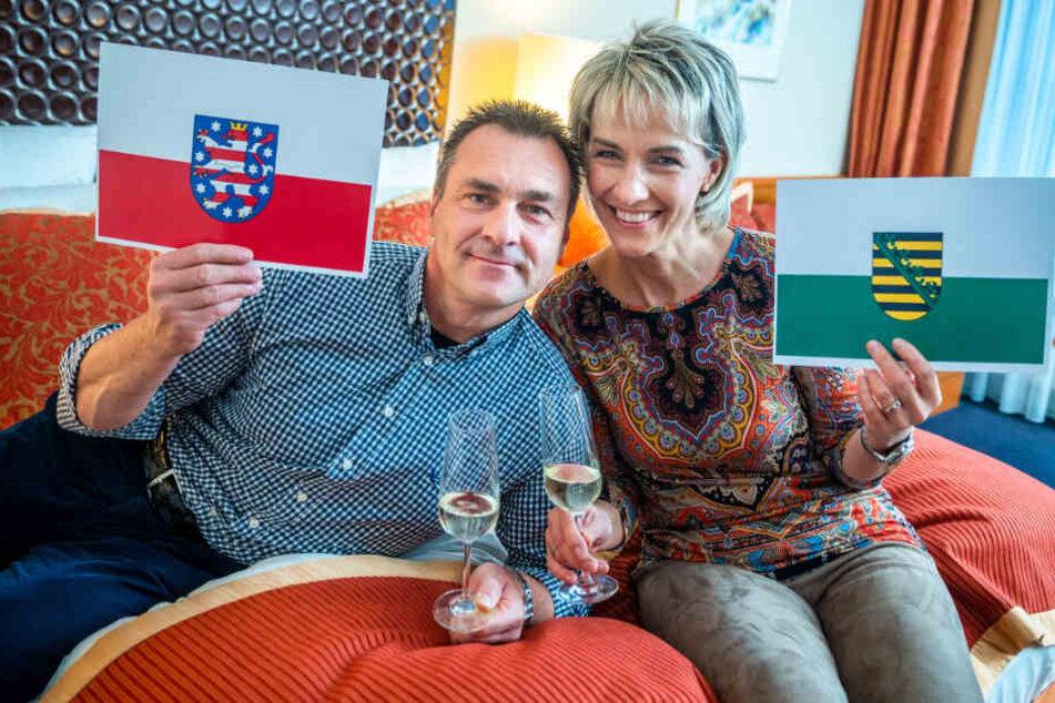 Hotelgast Ronald Becher (50) liegt im Bett auf Thüringer Gebiet, seine Frau Beate (53) befindet sich in Sachsen.