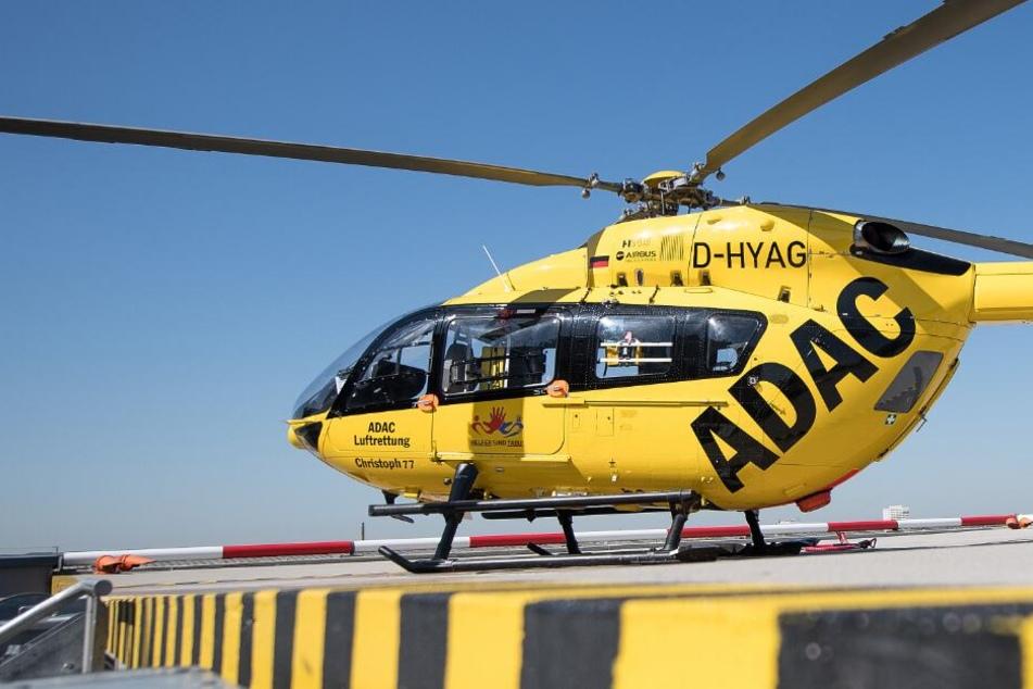 Mit einem Rettungshubschrauber musste der Schwerstverletzte ins Krankenhaus transportiert werden. (Symbolbild)