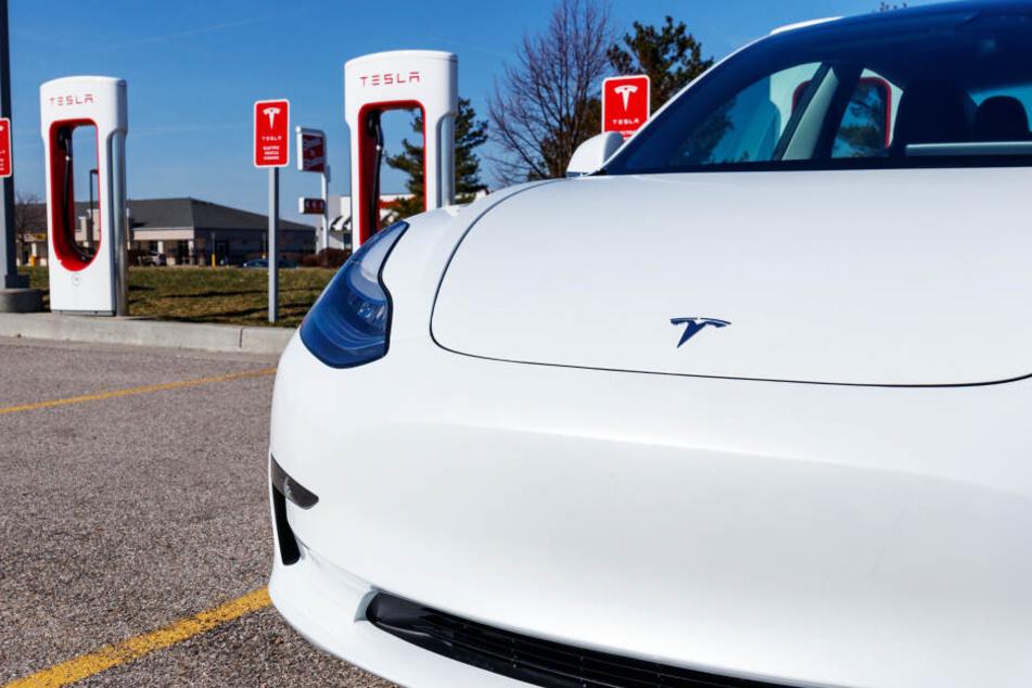 """""""Wollen Probleme vertuschen"""": Ermittlungen gegen Tesla"""