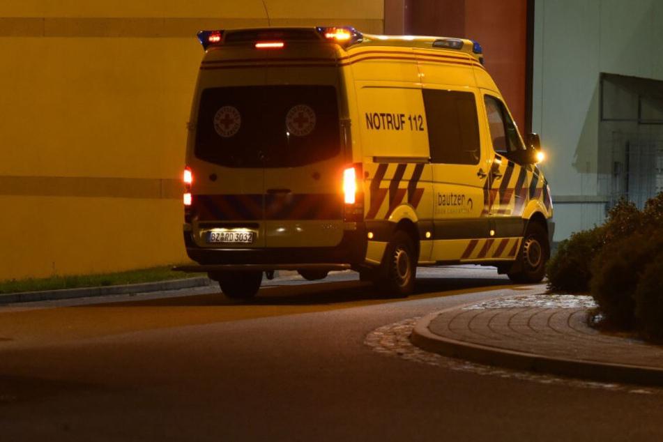 Mehrere Rettungswagen und Notärzte waren neben der Feuerwehr und der Polizei im Einsatz.