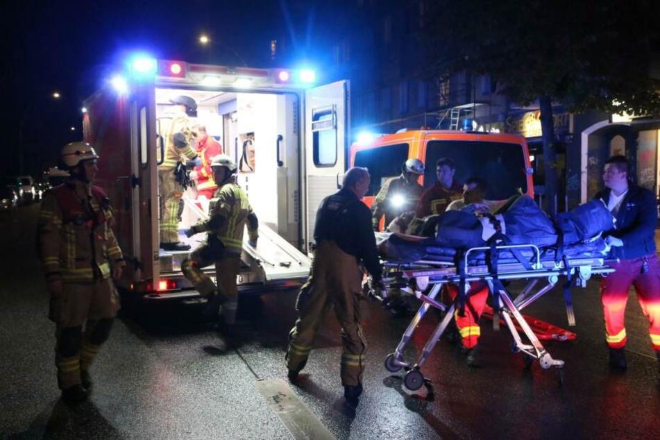 Berlin: Fehlende Zivilcourage! Mann erleidet Krampfanfall, fällt, blutet stark und keiner hilft