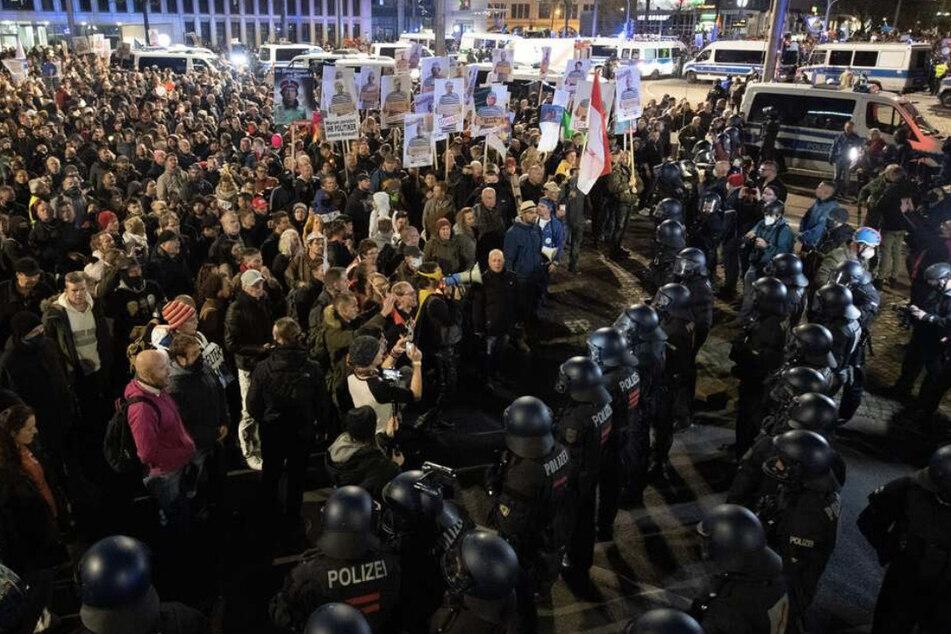 Rund 45.000 Menschen versammelten sich am Samstag bei der Demo in Leipzig.