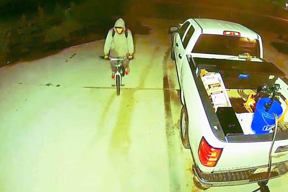 Der Einbrecher rollt cool an - und Ruck Zuck wieder ab!
