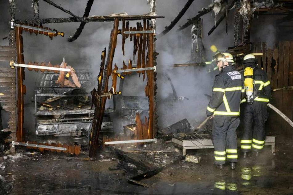 Großbrand in Hamburg! Feuer zerstört mehrere Autos