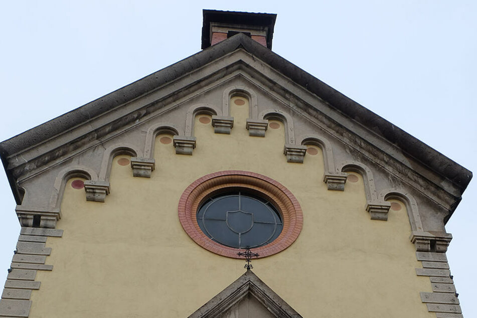 Die leerstehende katholische Kirche wurde zum Verkauf ausgeschrieben.