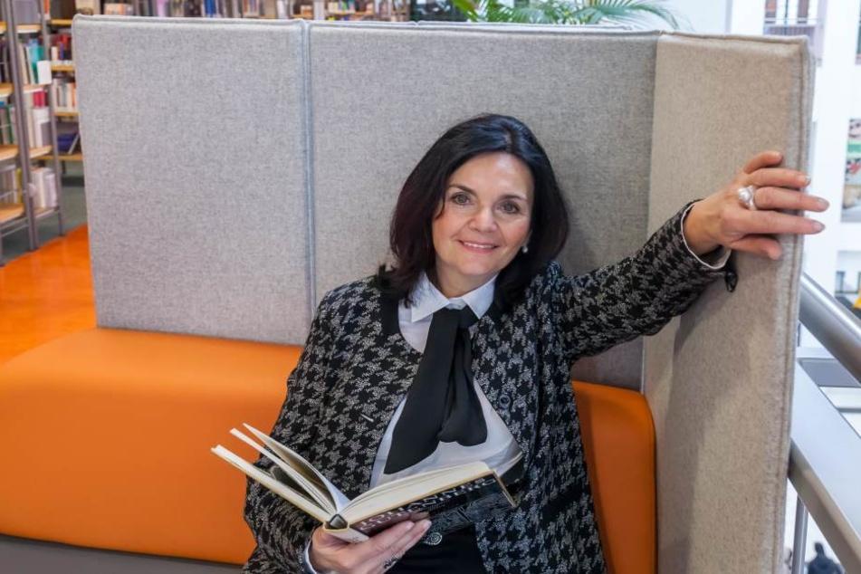 Leiterin Elke Beer (59) will die Chemnitzer Stadtbibliothek fit für die Zukunft machen.