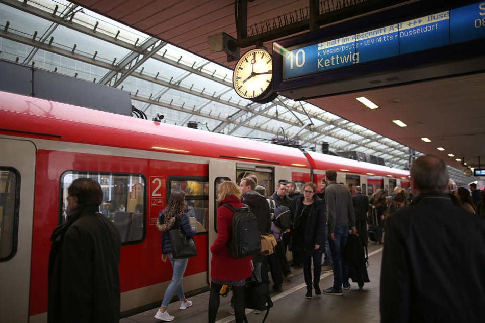 Die sechswöchigen Gleisbauarbeiten zwischen Köln und Düsseldorf finden am Pfingstsonntag ein Ende.