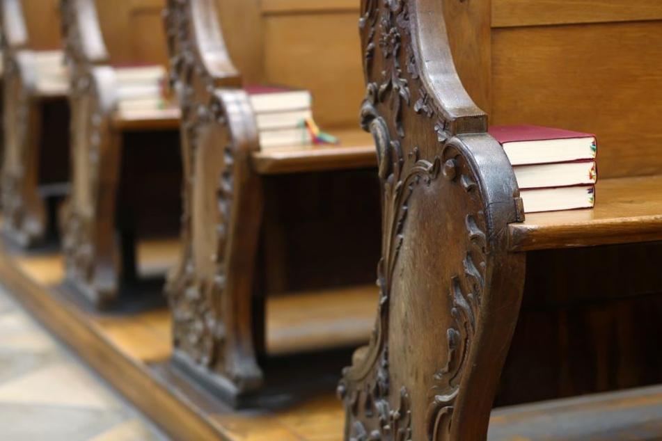 Der Mann behauptete, in einer Kirche eingeschlossen zu sein und dringend Medikamente zu benötigen.