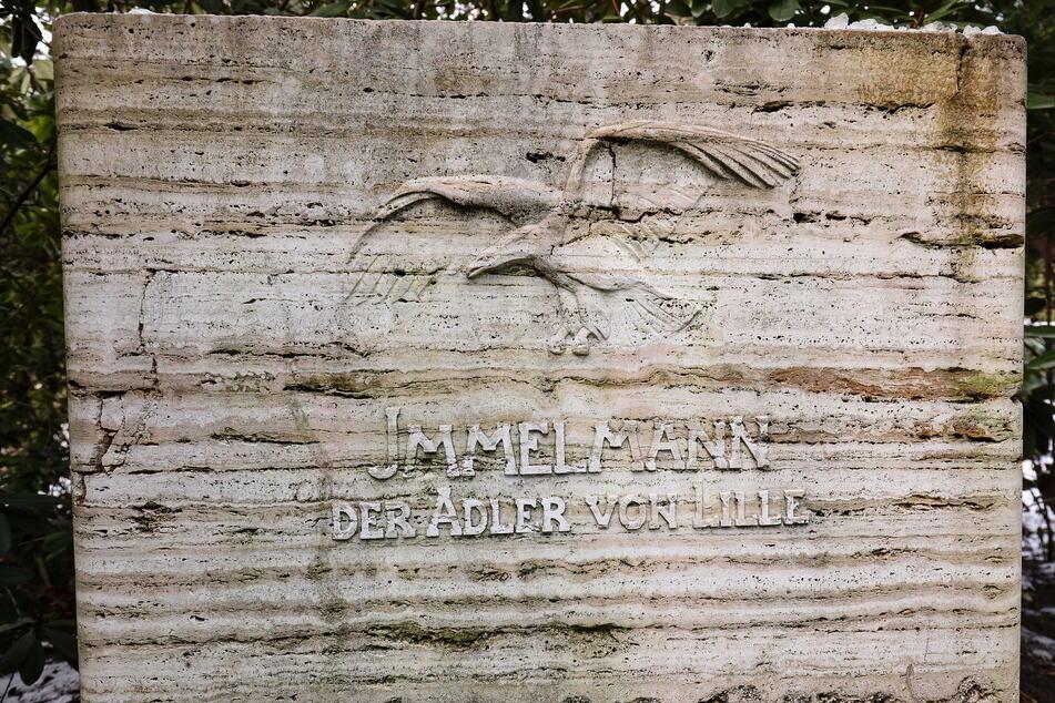 """Am Grab des """"Adlers von Lille"""" kamen einst Zehntausende zur Beisetzung zusammen."""