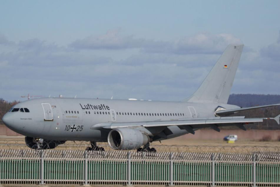 Die Maschine der Luftwaffe am Freitag in Stuttgart.