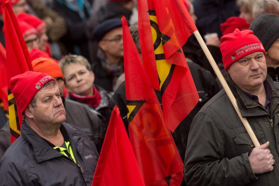 Tausende beteiligten sich an den Warnstreiks. Im Bild: Streikende in Teningen (Kreis Emmendingen).