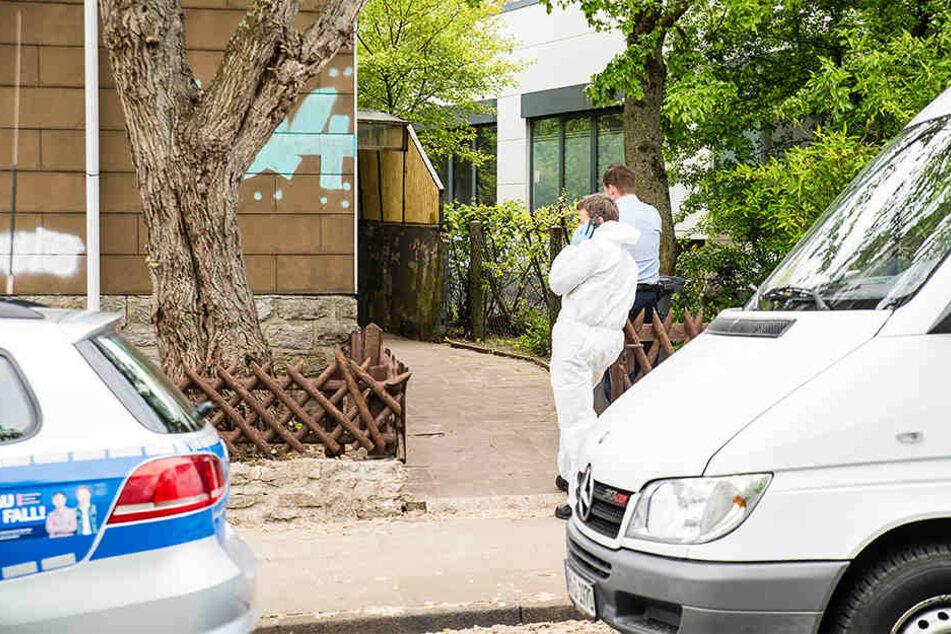 Die Spurensicherung war am Tatort und hat nach Hinweisen gesucht.