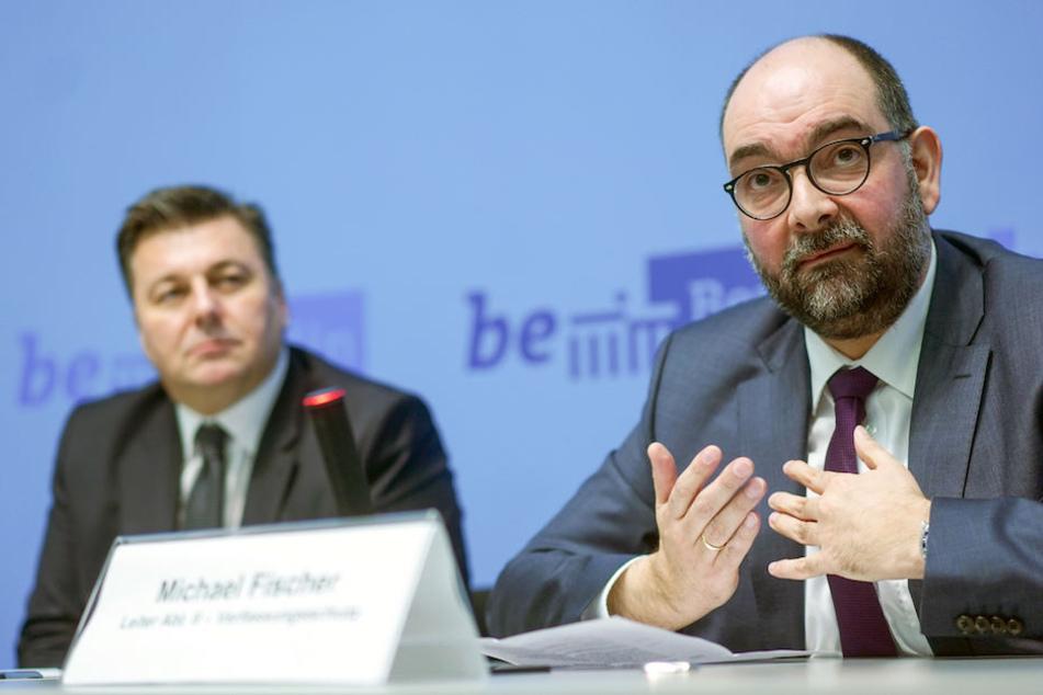 Innensenator Andreas Geisel (52, SPD) und der neue Verfassungsschutz-Leiter Michael Fischer (46) bei dessen Vorstellung am Mittwoch in Berlin.