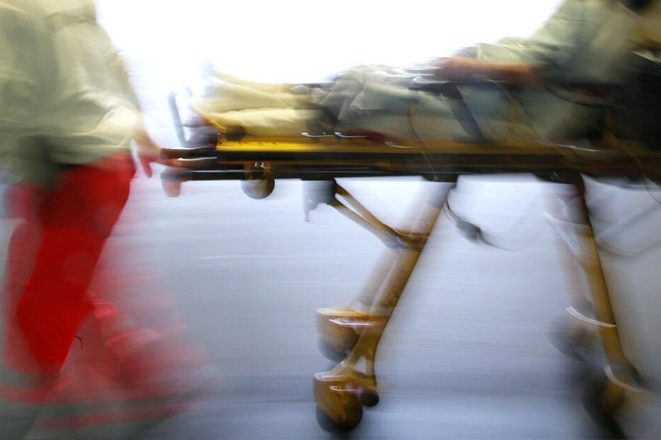 Schlaganfall beim Schäferstündchen! Schnellstmöglich wurde die Patientin zur Behandlung ins Krankenhaus gebracht.