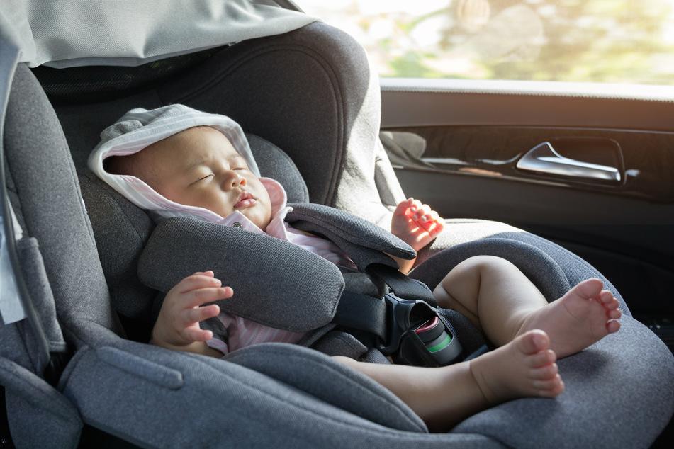 Ein Baby wurde in der Hitze in einem Wagen zurückgelassen. (Symbolbild)