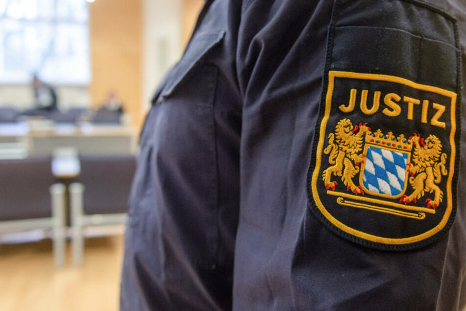 Der Mann wurde der Justiz übergeben, weil er im Februar eine Rohrbombe in Burglengenfeld abgelegt haben soll. (Symbolbild)