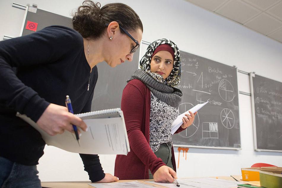 Damit sie in Deutschland unterrichten dürfen, müssen beide Frauen das Sprachkurs-Niveau C 1 erreichen.