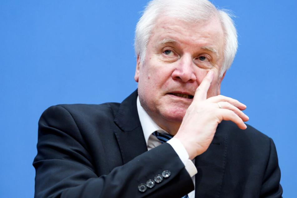 Horst Seehofer will sich selbst ein Bild der Lage machen. (Archivbild)