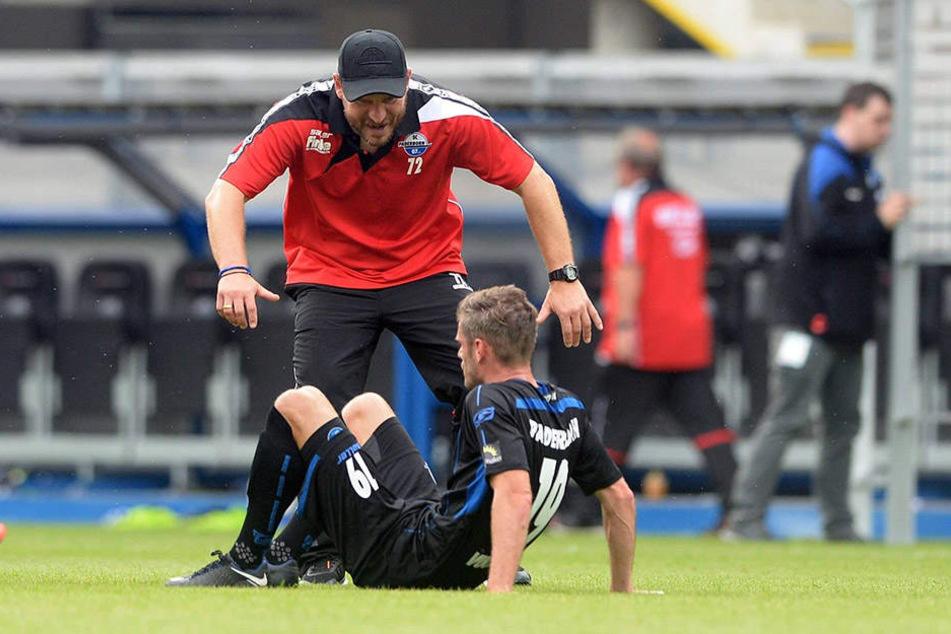 Der erste Heimsieg der Saison steht: Steffen Baumgart freut sich.