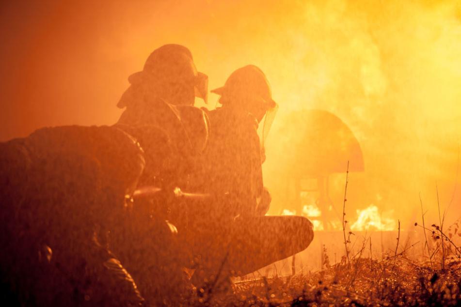 Das Feuer breitete sich so schnell aus, dass die Feuerwehr Vollalarm für das gesamte Stadtgebiet auslöste. (Symbolbild)