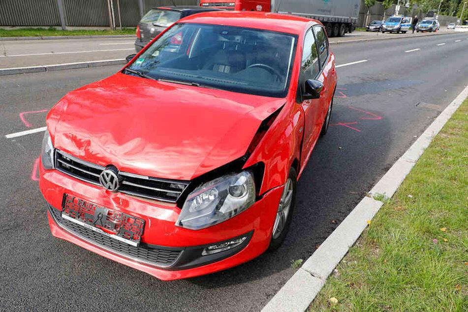Die Fahrerin des VW musste verletzt ins Krankenhaus gebracht werden.
