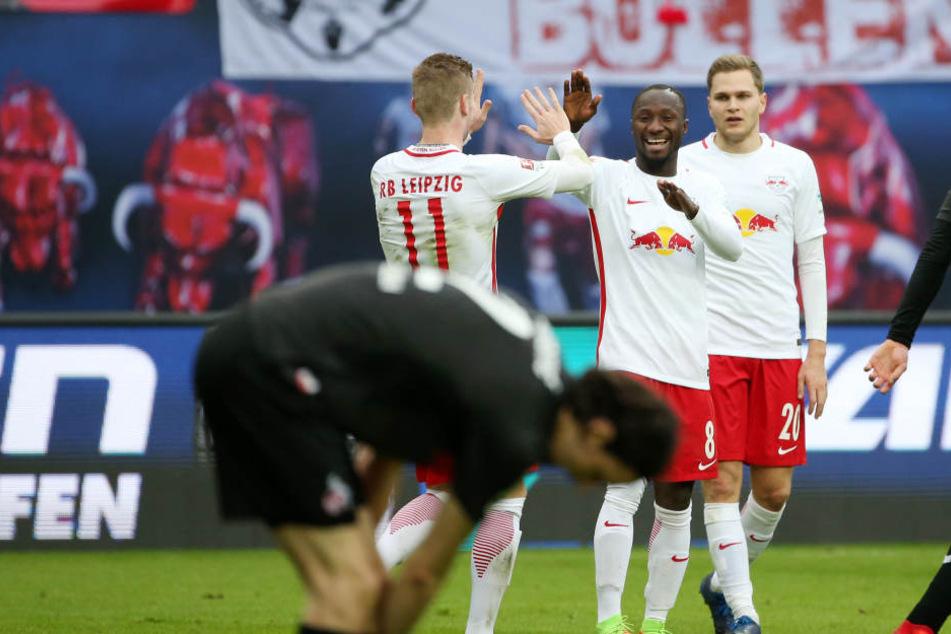 Timo Werner und Naby Keita bejubeln einen Leipziger Treffer.