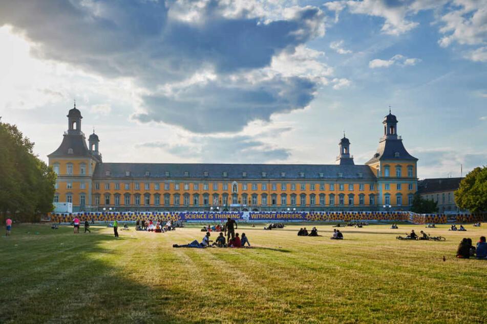 Die Bonner Altstadt mit dem Kurfürstlichen Schloss.