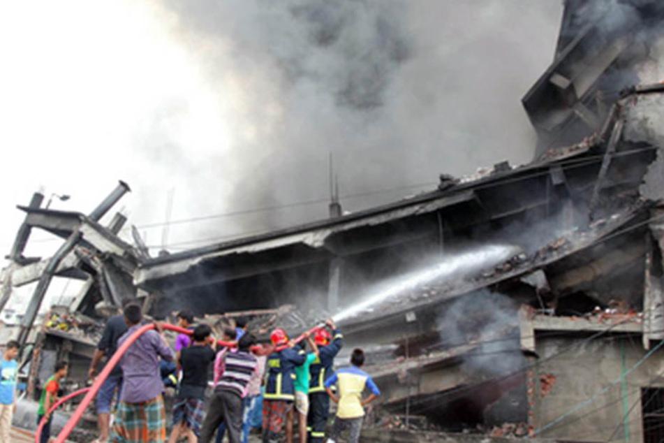 Ein defekter Kessel explodiert in einer Fabrik in Bangladesch. Es gibt zahlreiche Tote und Verletzte.