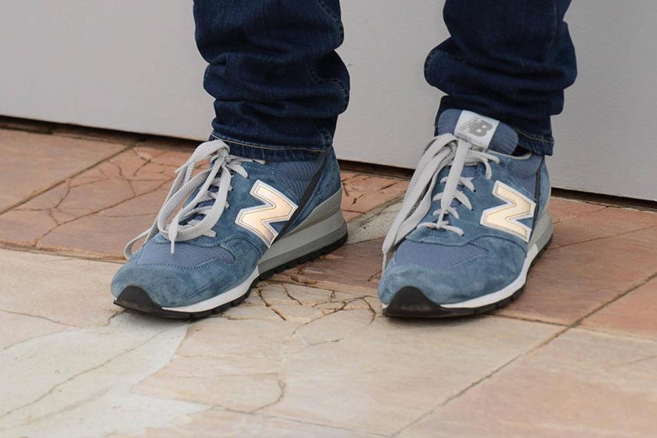 Fans von New Balance überlegen sich derzeit zweimal ob sie in ihre Sneaker schlüpfen - Das Unternehmen soll Trump unterstützen.