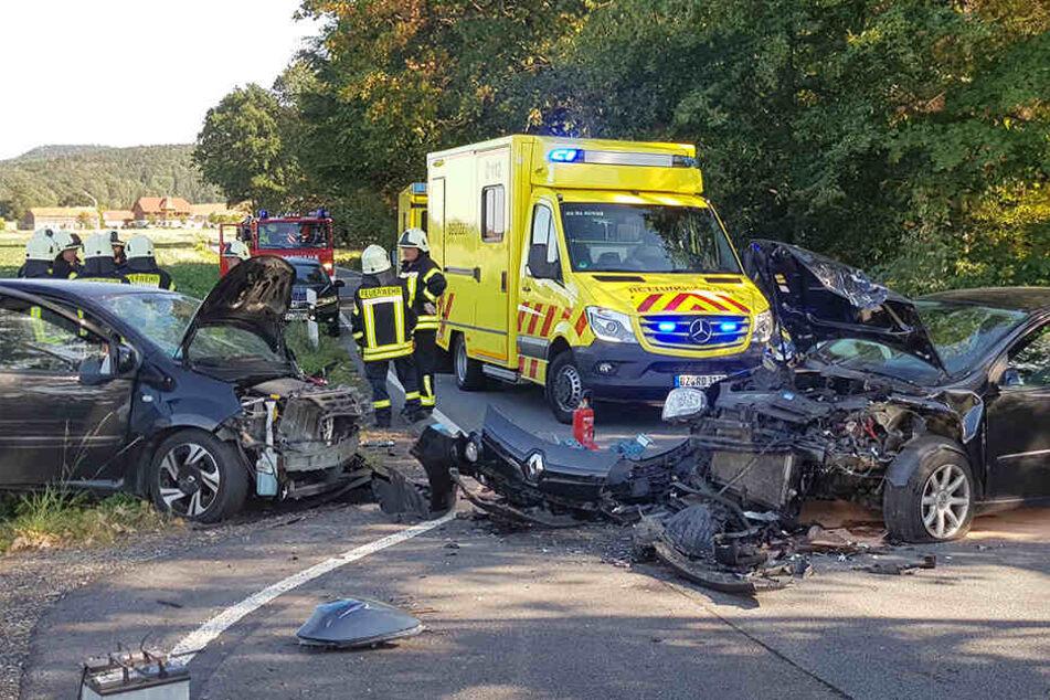 VW und Renault krachen frontal ineinander: Zwei Schwerverletzte