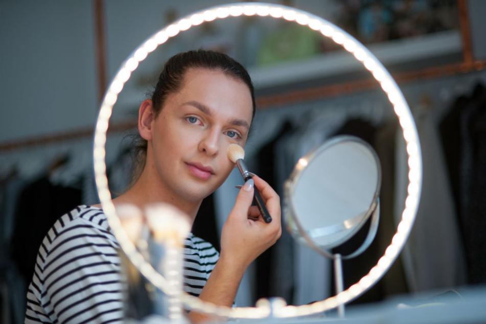 Er zeigt den Mädels, wie es geht! Beauty-Blogger Tom Wegner (18) begeistert mit seinen Make-up-Tutorials.