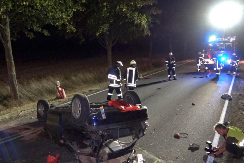 Drei Stunden lang war die B246a bei Wanzleben gesperrt. Der Unfallfahrer wurde auf das angrenzende Feld geschleudert.