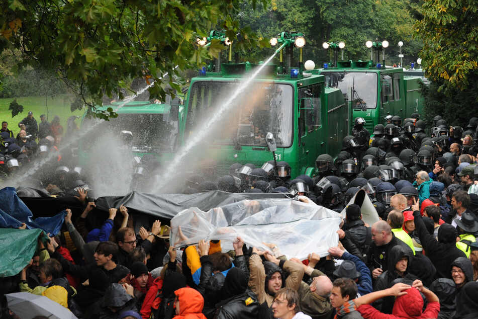 "Stuttgart: Stuttgart 21: Heute wird an den ""Schwarzen Donnerstag"" vor zehn Jahren erinnert"