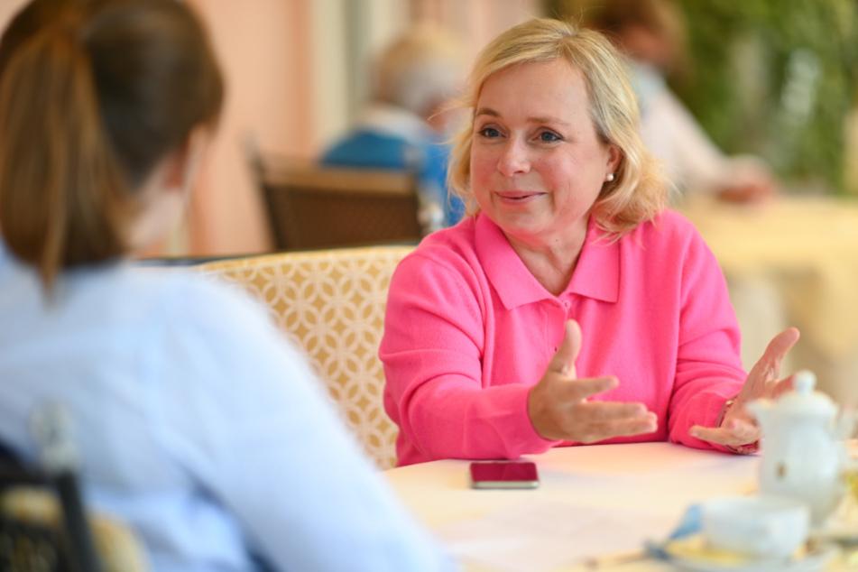 Schauspielerin Christine Urspruch sitzt während eines Interviews in einen Hotel auf der Insel Lindau im Bodensee.