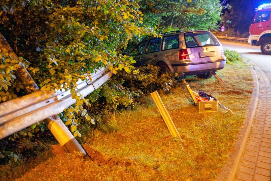 Im Vollrausch! 24-jähriger Suff-Fahrer kracht in Leitplanke
