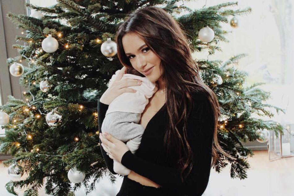 Mit Töchterchen Delia konnte das Paar bereits Weihnachten feiern.