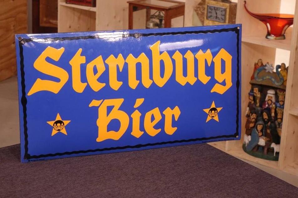 Das Sternburg-Schild ist etwa 100 Jahre alt und in perfektem Zustand.