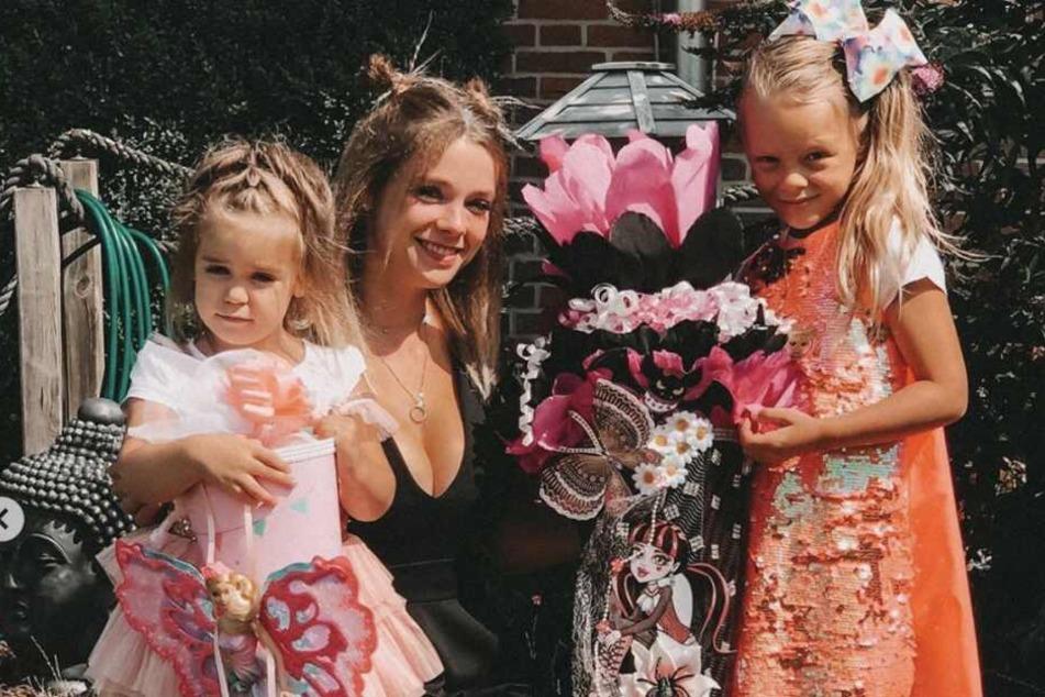 Auf Instagram teilte Anne Wünsche (28) Eindrücke der Schuleinführung ihrer Tochter Miley (6, r.).