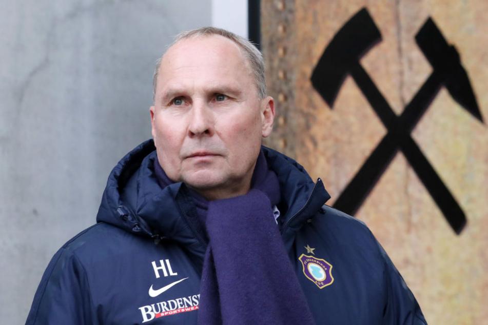 Die heiße Saisonphase mit Abstiegskampf pur steht bevor. FCE-Boss Helge Leonhardt nimmt seine Kicker in die Pflicht, fordert von ihnen vor allem Charakter.