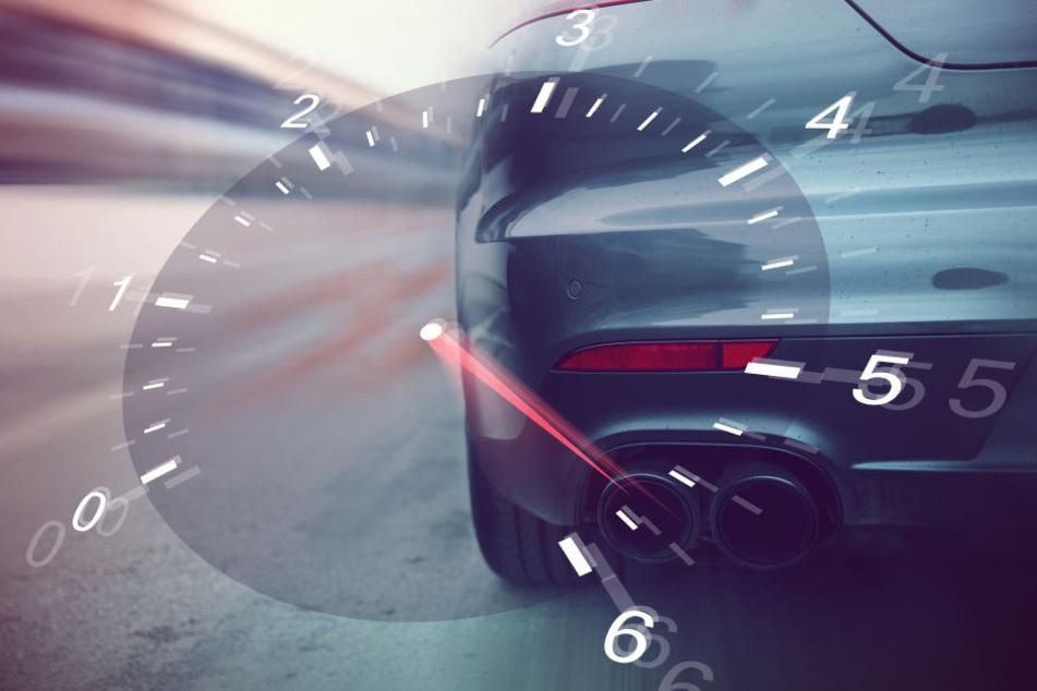Viel zu schnell war ein Opel auf der A100 in Berlin unterwegs. (Symbolbild).