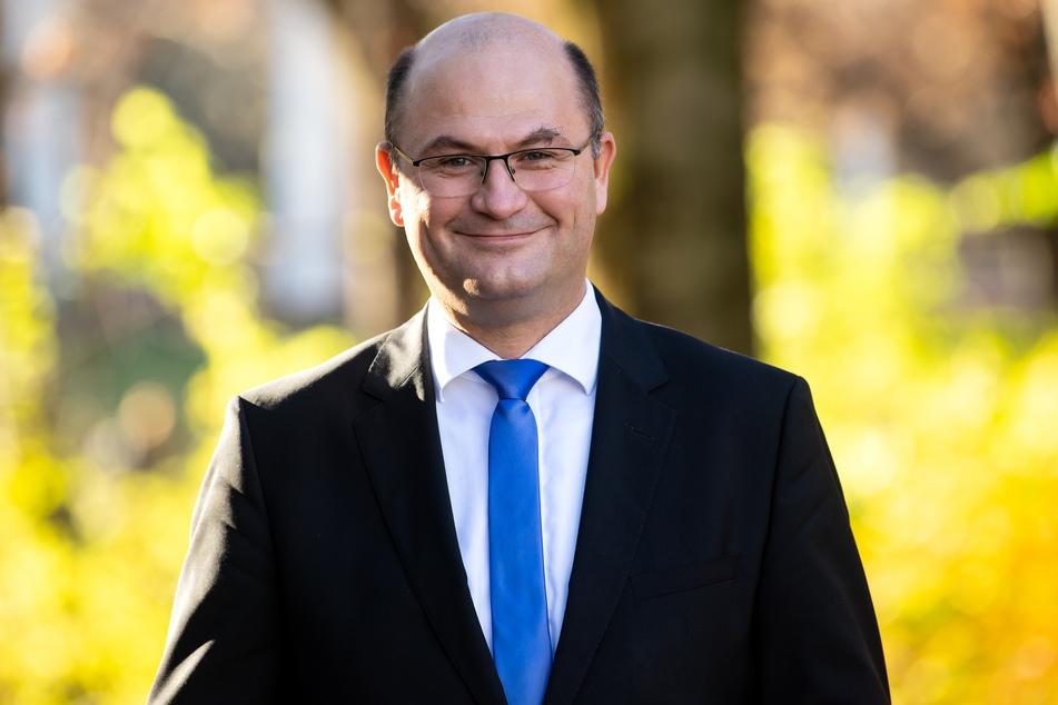 Finanzminister Albert Füracker (53, CSU) hat allen Grund zur Freude: Bayern darf im Jahr 2021 mit höheren Steuereinnahmen rechnen prognostiziert.
