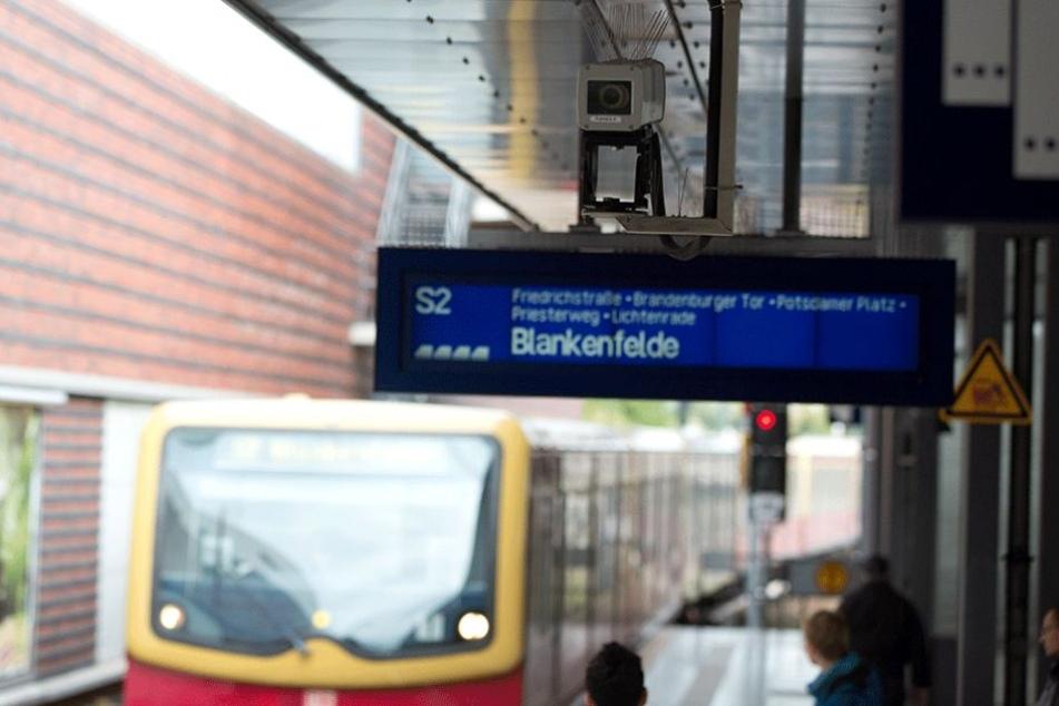 Auf den Bahnhöfen gibt es meist schon Videokameras, jetzt sollen auch die S-Bahnen damit nachgerüstet werden.