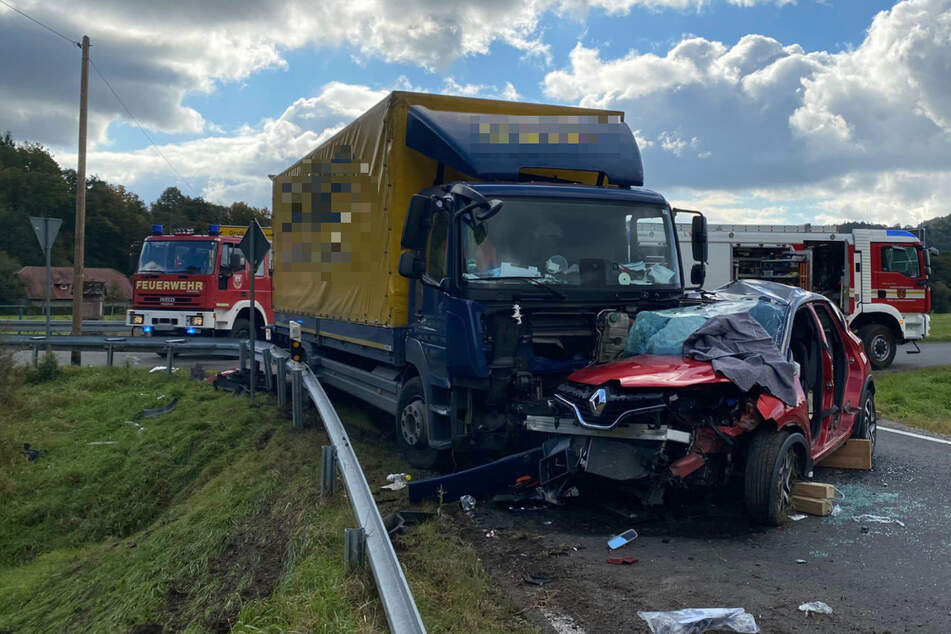 Lebensgefährlich verletzt: Rentner nimmt Lkw die Vorfahrt