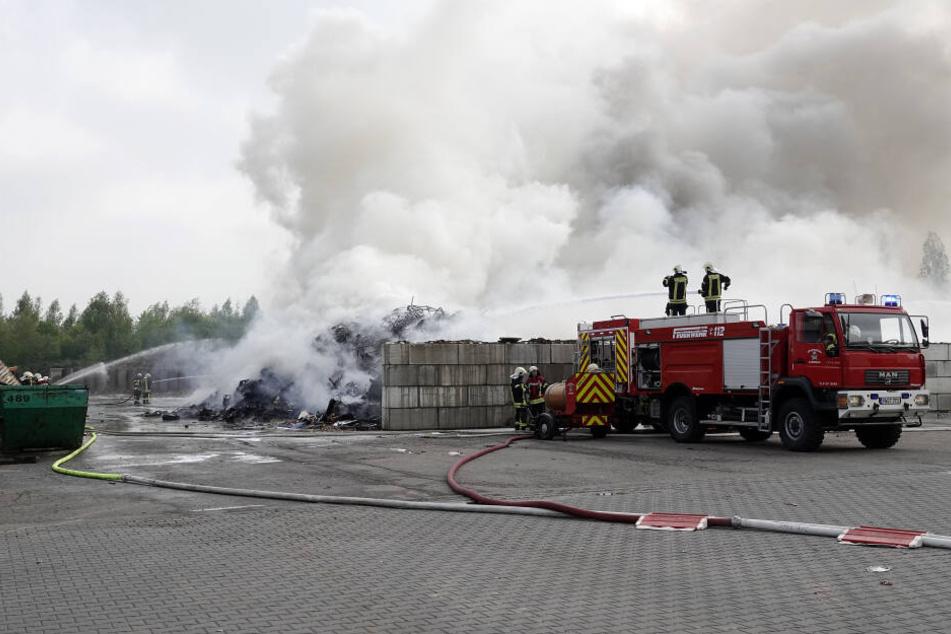 In Mühlau gibt es einen Brand in einer Entsorgungsfirma.