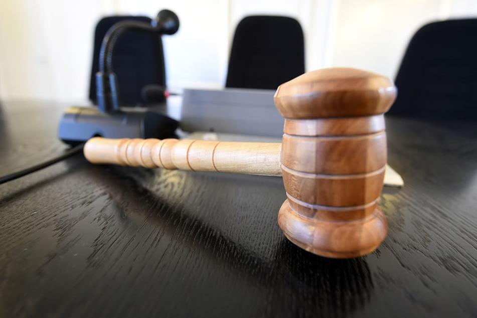 Bisher sind 45 Fälle bekannt, in denen der Angeklagte Inder ausspionierte.