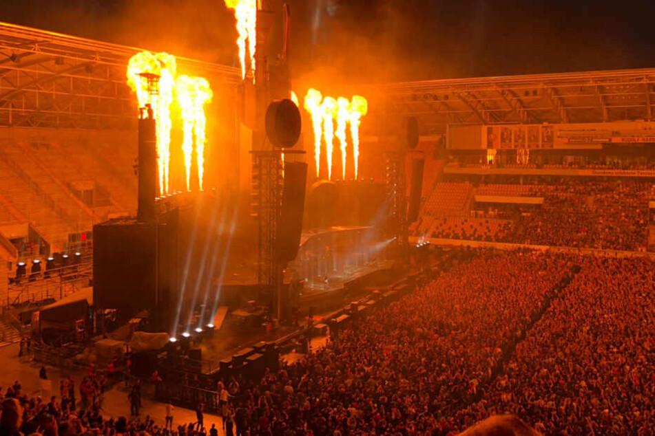Rammstein-Konzert in Dresden: Fans trotzen Unwetter und Evakuierung