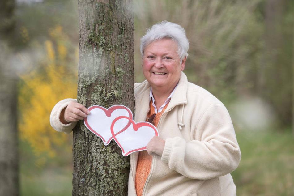 Monika (64) wünscht sich einen liebevollen Mann an ihrer Seite.