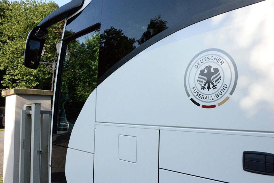 Am Montag traf der Mannschaftsbus mit Spielern und Team ein.